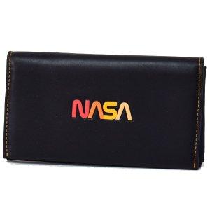 画像1: 【COACH】コーチ メンズ グラブタンレザー NASA ロゴ スペースモチーフ 二つ折り 手帳型 iPhone スマホ フォンウォレット ブラック(日本未発売)